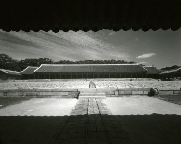 Chongmyo Seoul  2001, Gelatin Silver Print ©Naohisa Hara