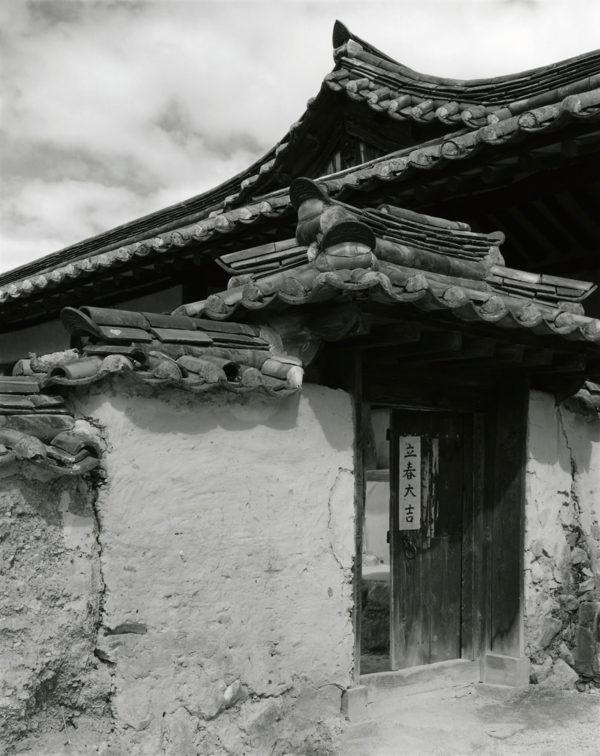 Hahoe Villages Andong  2001, Gelatin Silver Print ©Naohisa Hara