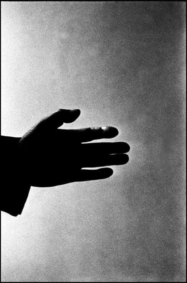 Hypnotist, Tokyo, 1960, digital pigment print : 2008, limited edition of 5, 330x500mm ©Kikuji Kawada