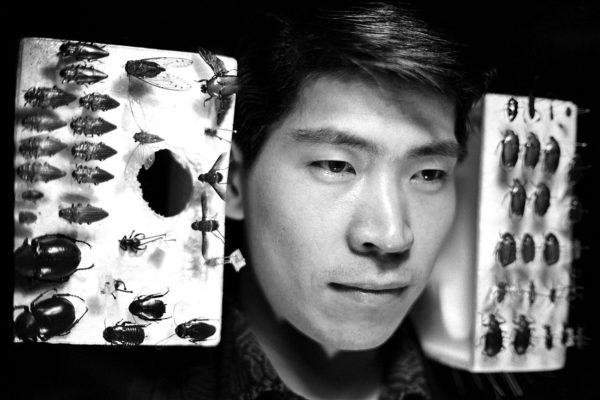 A Collector, Ikebukuro, 1965, digital pigment print : 2008, limited edition of 5, 330x500mm ©Kikuji Kawada