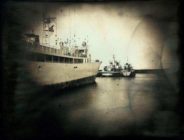2011年4月4日  焼津港  女川  塩竈  いわきから避難してきた漁船, ダゲレオタイプ, unique, 19.3 x 25.2 cm ©Takashi Arai