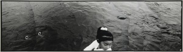 鯉と少女  2007, Gelatin silver print on watercolor paper with glue, 115×405mm, ©Yoshihiko Ito