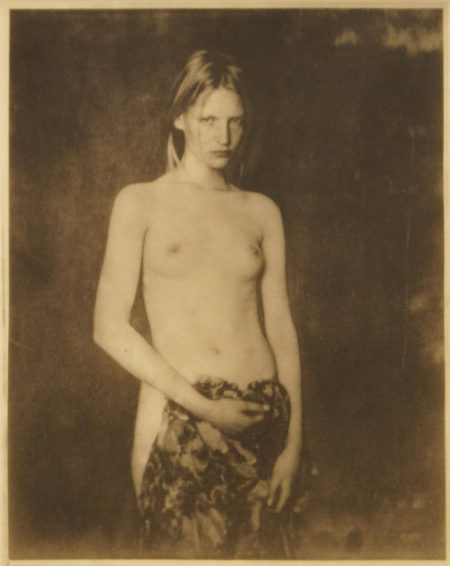Portrait femme face, 1993, platinum palladium print on Japanese gang paper, 110 x 88 mm ©Paolo Roversi