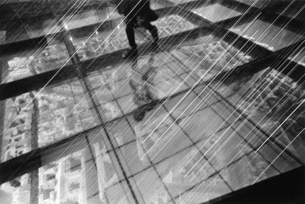 都市の全景(2) パリ 1996, gelatin silver print : 1996, 18 x 22 in, ©Kikuji Kawada