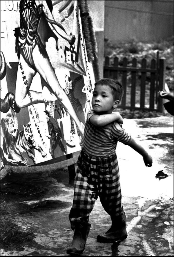 基地立川の子供たち 1953年, Digital pigment print : 2008, Limited edition of 5, 330x500mm ©Kikuji Kawada