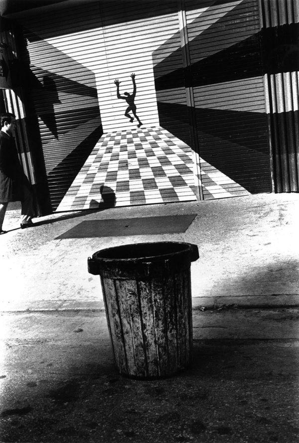 逃げる男 1976, Archival Pigment Print:2017, limited edition of 5, 420x594mm, ©Kikuji Kawada